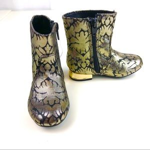 NEW Sz 7 OSHKOSH Gold & Black Boots with Zippers